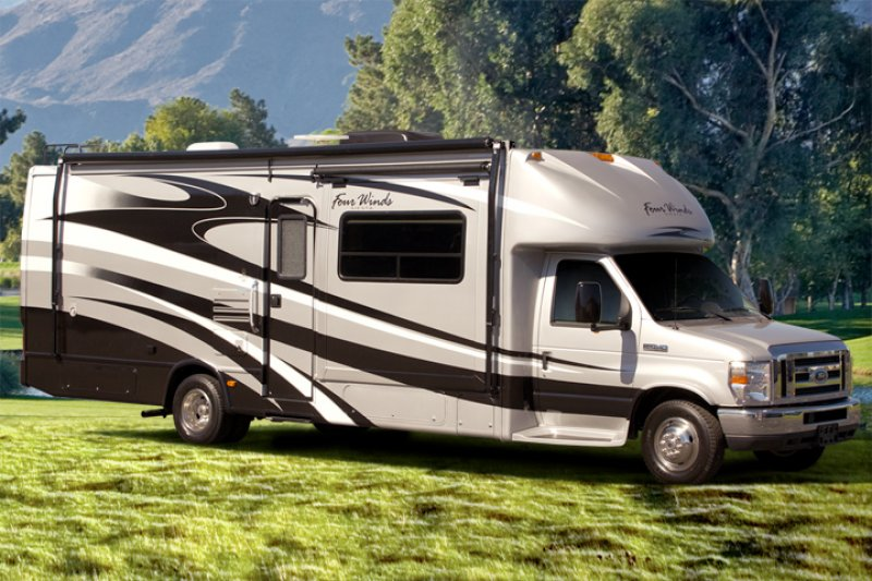 Motorhome or Travel Trailer – What's Right For You?