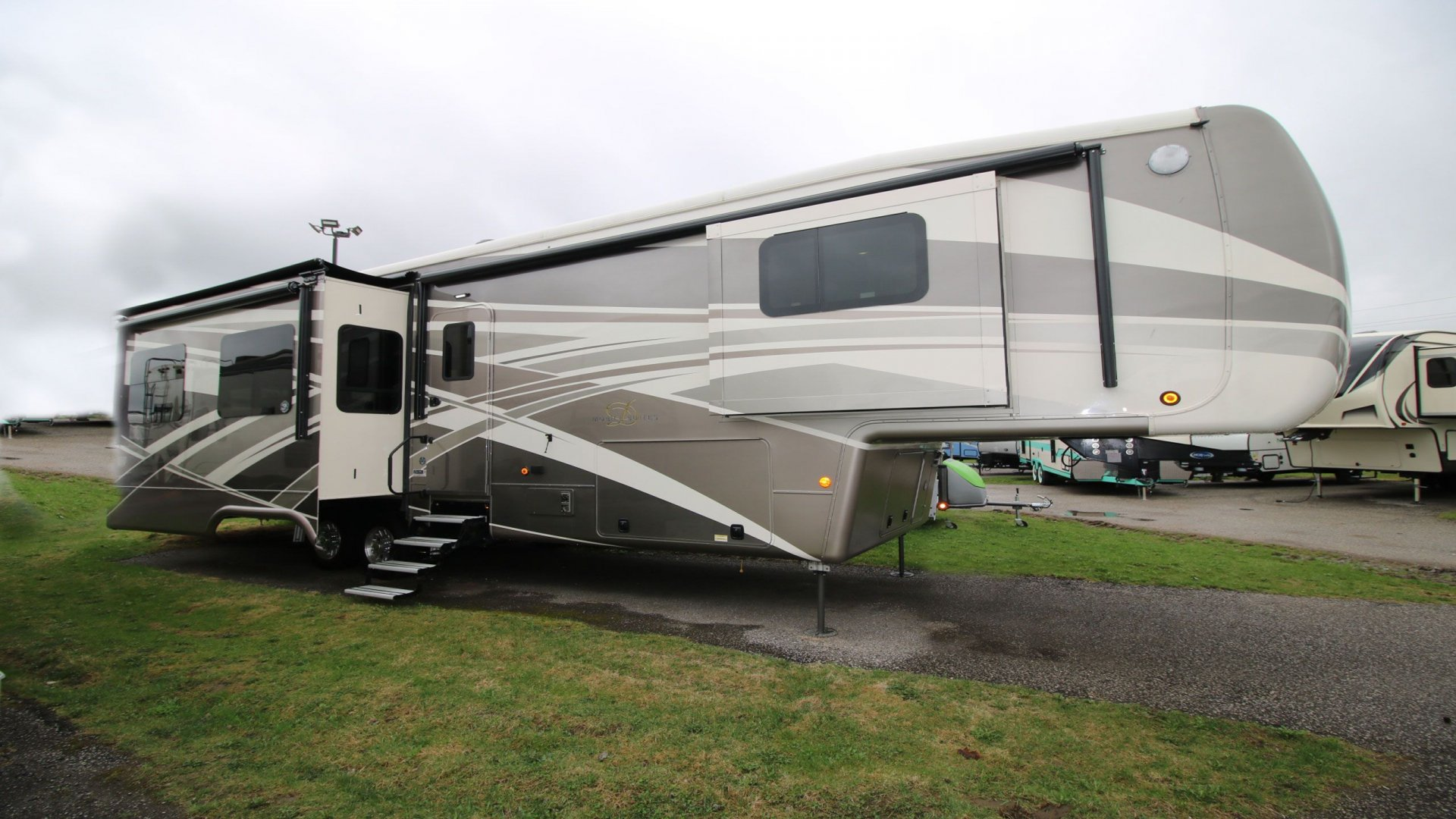 Pre-Owned RVs Slide Image