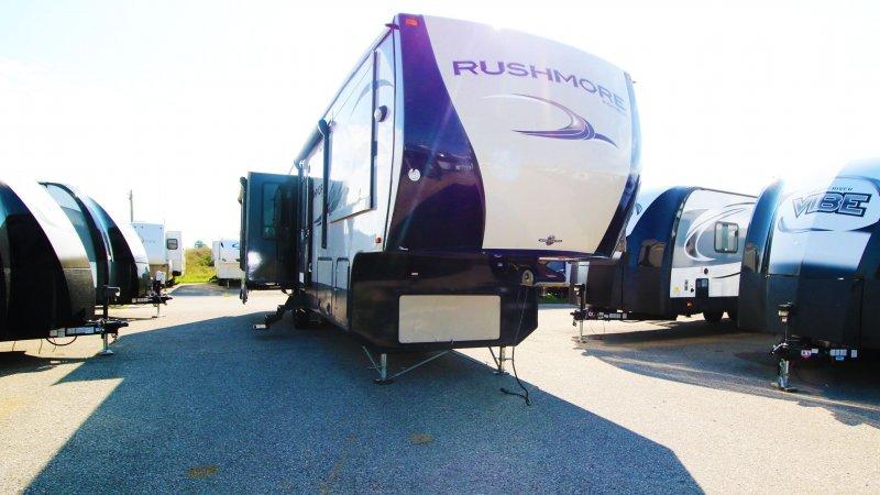 2013 CROSSROADS RUSHMORE 5th Wheel